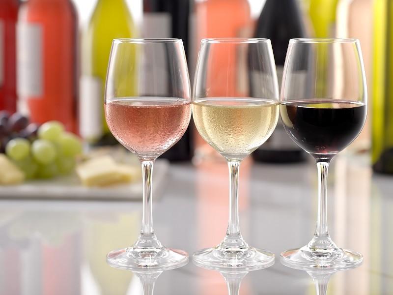 Reguli pentru a bea vinul la temperatura potrivită, mai ales vara