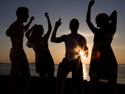 Dacă e august, e vacanță: TELEKOM te conectează la distracția celor mai tari plaje dance din Europa