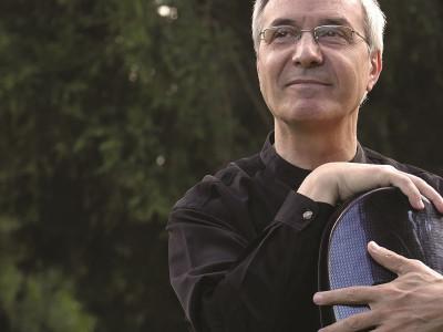 Violoncelistul Marin Cazacu interpretează alături de Orchestra Naţională Radio