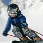 Conform unei analize recente, copiii care schiază sunt mai buni la școală