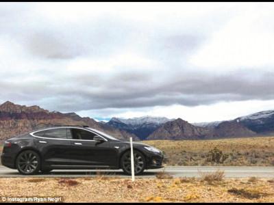 A rămas cu Tesla în deșert fiindcă nu-i mai mergea telefonul