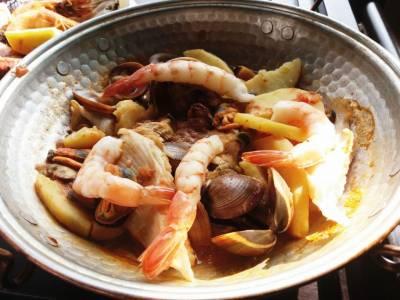 """Restaurantul """"Dancing Lobster"""" îţi desfată simţurile cu produse pescărești preparate în stil portughez"""