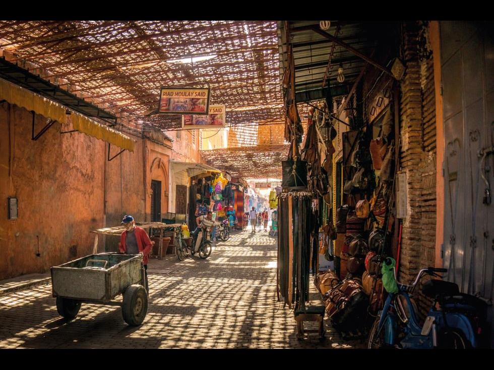 În Maroc cerul deșertului e plin de stele și oamenii lui, de povești