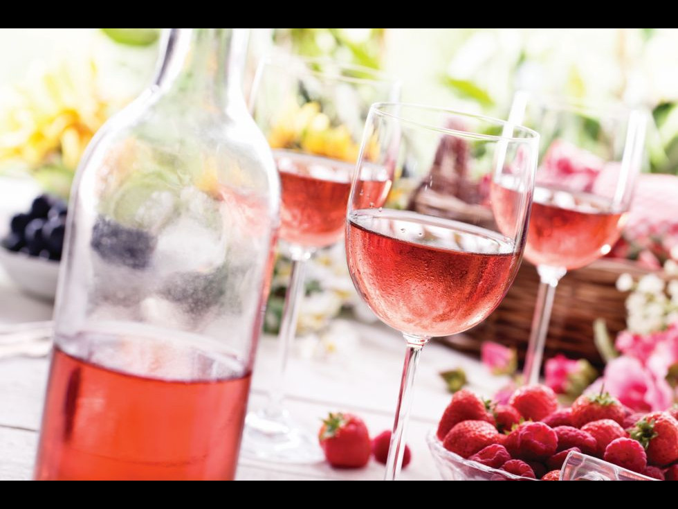 Vinul rosé, un vin mai sprinţar și fără prea multe dureri de cap a doua zi