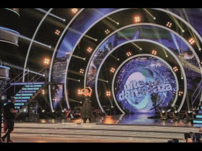 'Uite cine dansează' în vechile studiouri de film naţionale