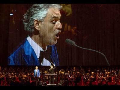 Vocea de aur, Bocelli, va răsuna astăzi în Constituției