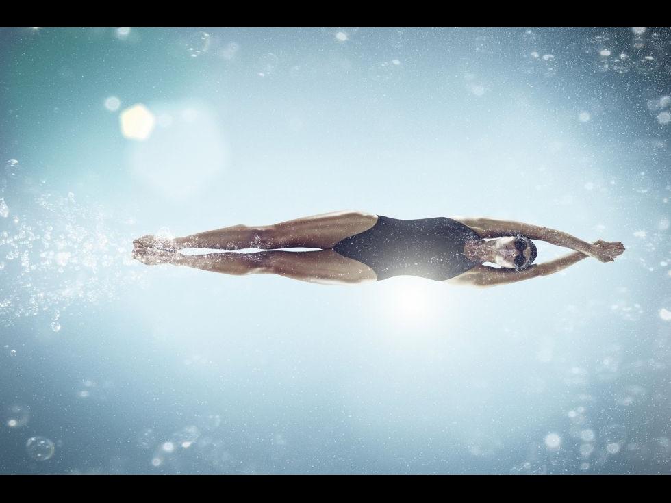 Ce fel de exerciţii pot face în piscină, ca să mă antrenez cât mai eficient?