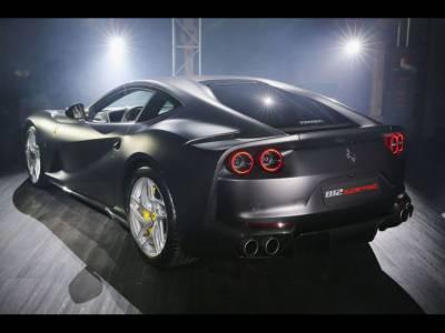 Noua bijuterie italiană Ferrari 812 Superfast a fost lansată