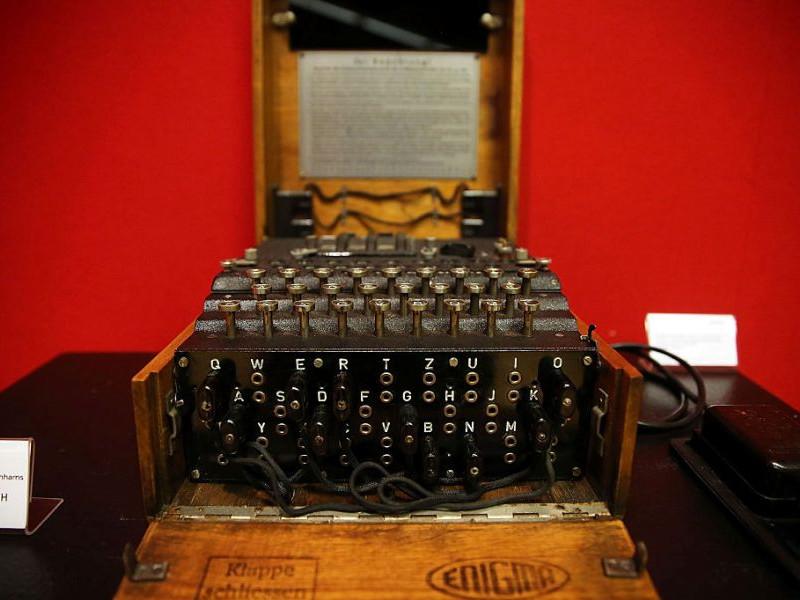 Se licitează pentru una dintre ultimele mașinării Enigma