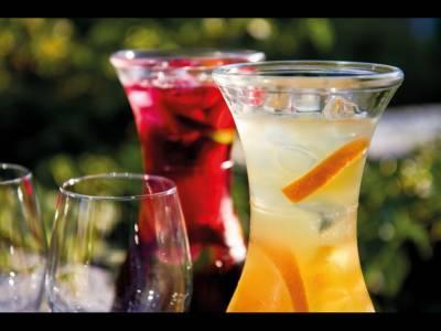 Sangria, un cocktail, mai multe reţete