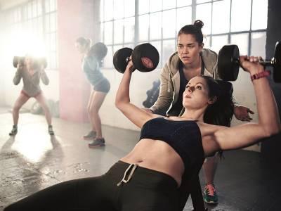 Antrenamentul în grup alături de un personal trainer