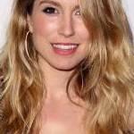 Actrița Sarah Carter este sărbătorita zilei