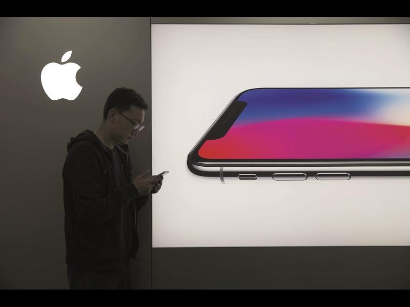 iPhone X, un gadget scump care întoarce priviri