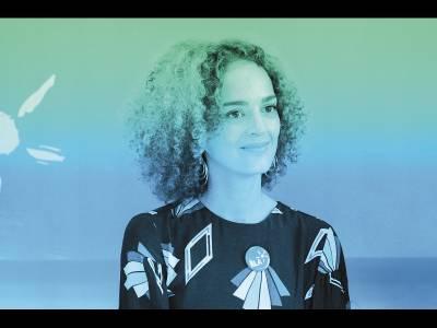 Leila Slimani nu îmbracă haina poetului damnat