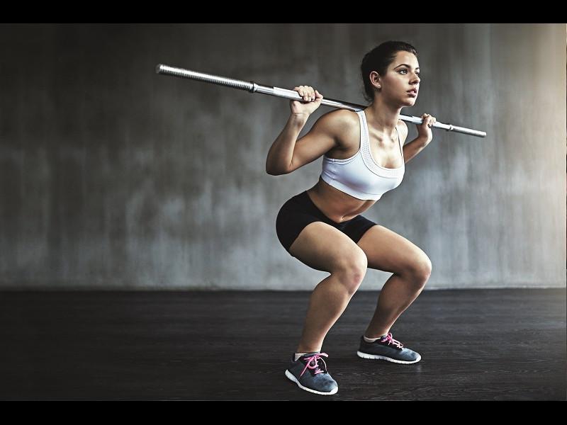 8 exerciții care te scapă de durerile de genunchi