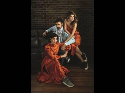 Cu Laura, Liviu și Sânziana în același pat