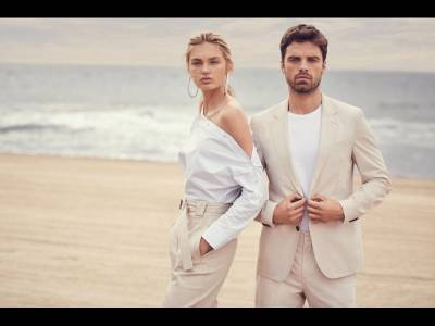 Romee Strijd și Sebastian Stan în Summer of Ease