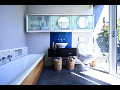 Cum să eviţi aglomerarea obiectelor din baie