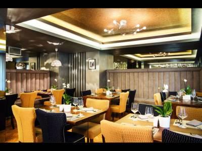 Hugo Restaurant - meniu de vacanță în decor de film clasic