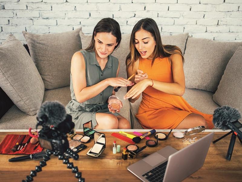 Beauty influencerii în centrul atenţiei