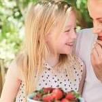Cum să îţi înveţi copilul să mănânce fructe și legume