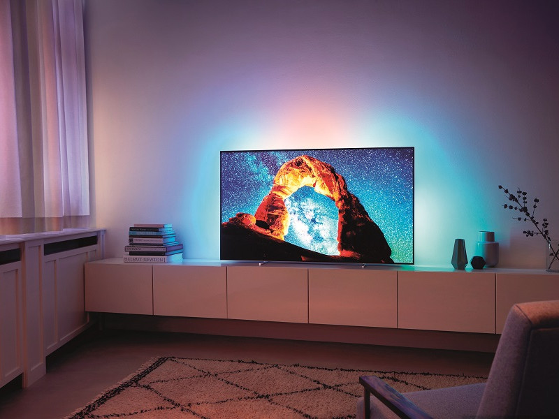 Philips OLED 803 duce Philips TV pe noi culmi