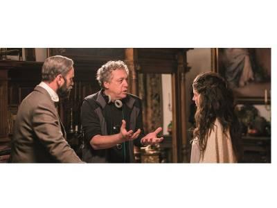 Alexis Sweet Cahill, regizor Maria, Regina României: Thou shalt not bore