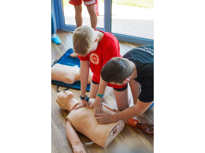 Responsabilitatea se învață de mic: cursuri gratuite de prim ajutor organizate de Therme și Crucea Roșie