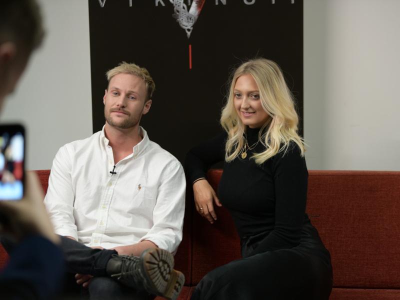 Georgia Hirst și Jordan Patrick Smith: Interviu despre filmările la Vikingii