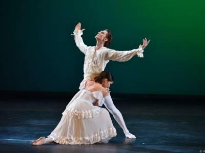 """Explozie de tehnică, eleganță și emoție la Gala de Balet """"Carmen Sylva"""". Publicul a aplaudat în picioare minute în șir la finalul reprezentației"""