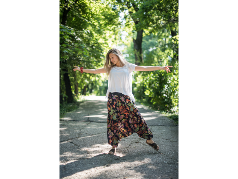 Sunt @anagum și dansez – Portret de TikToker