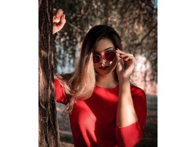 Sunt @cristina_negru și îmi place dansul și makeup-ul - Portret de TikToker