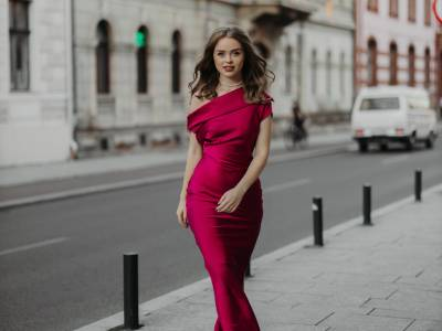 Sunt @serbanlorena și iubesc tot ce înseamnă fashion/beauty și dans - Portret de TikToker