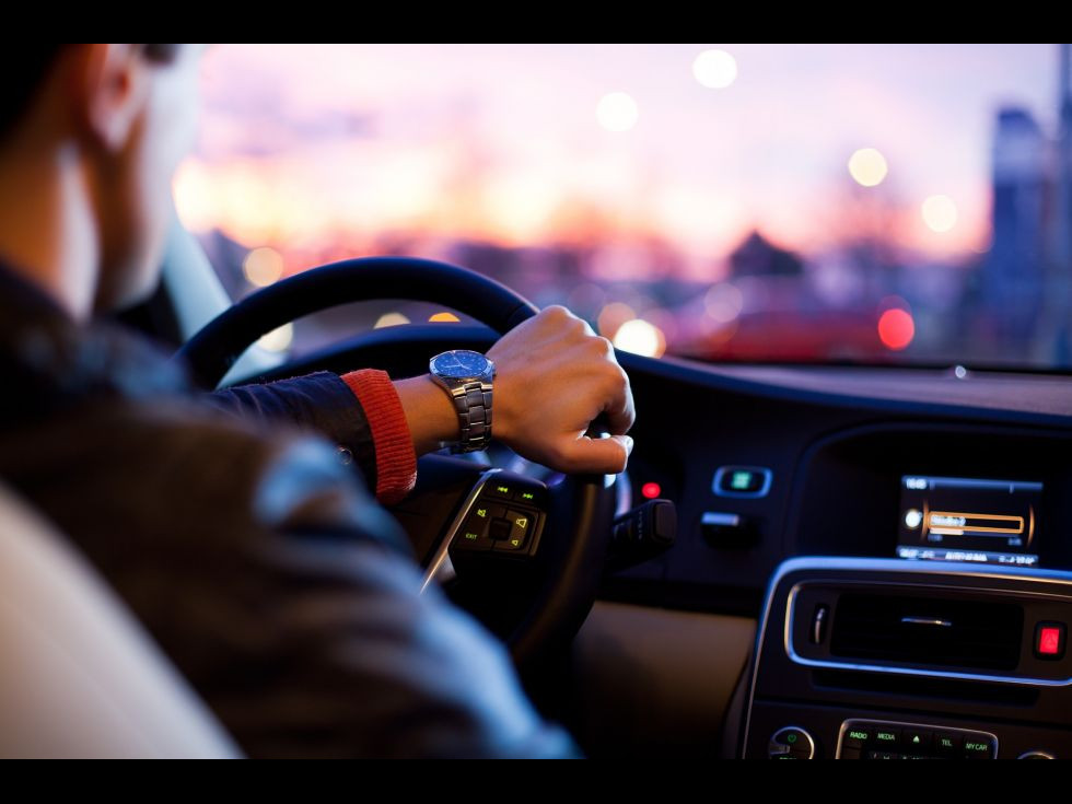 Condu spre destinația dorită cu ajutorul unui serviciu sigur de închirieri mașini!