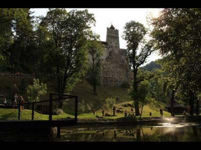 Sapte seri de vis la castel: consulta ofertele de cazare din Bran!