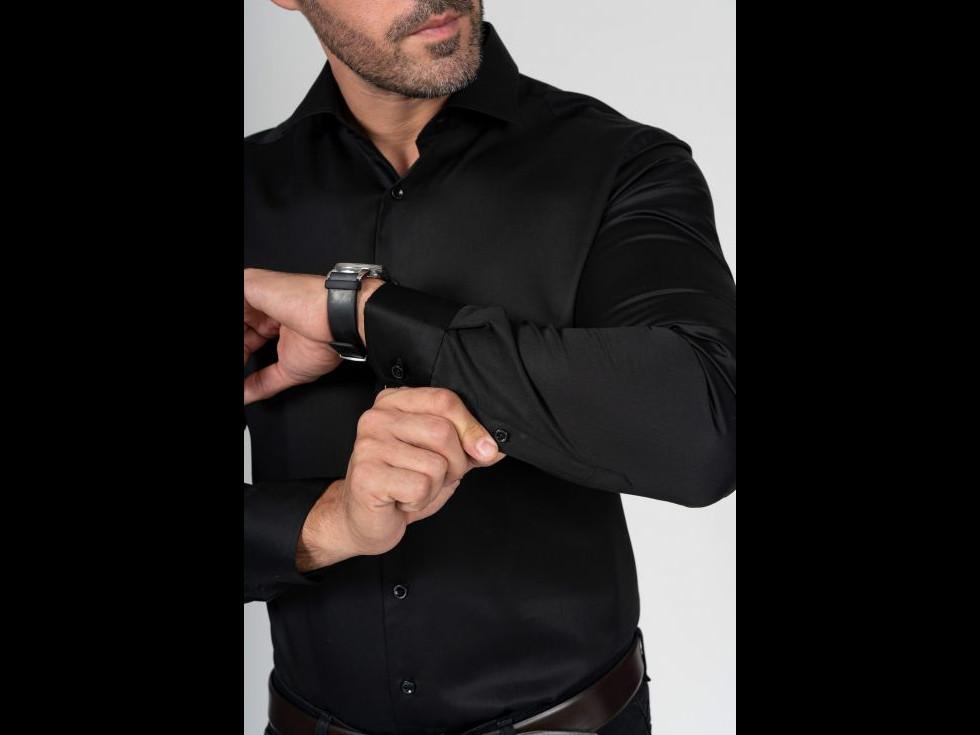 3 situații în care cămașa neagră pentru bărbați este accesoriul vestimentar ideal