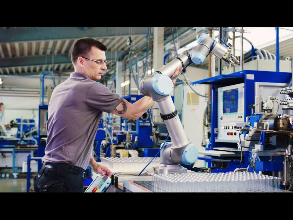 Automatizarea și roboții industriali - avantaje, perspective