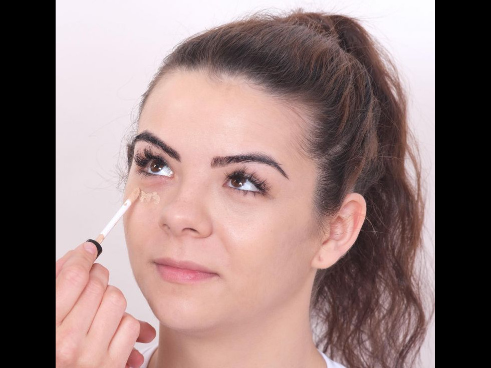 Gama Cos-Medica pentru ingrijirea si machiajul tenului acneic - noua gama de produse VIPERA  disponibila pe www.ViperaCosmetics.ro