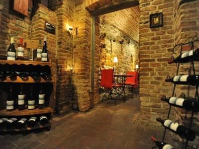 Restaurant Weinkeller (Pivnița cu Vinuri)